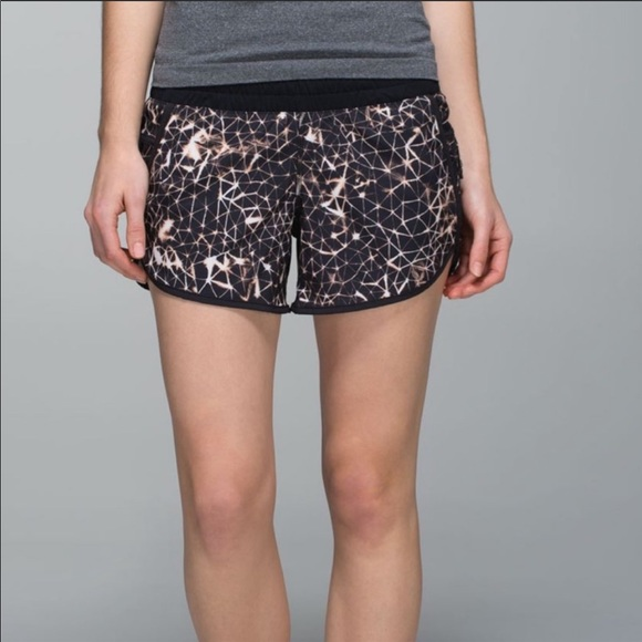 Lululemon Tracker Black star Shorts size 10